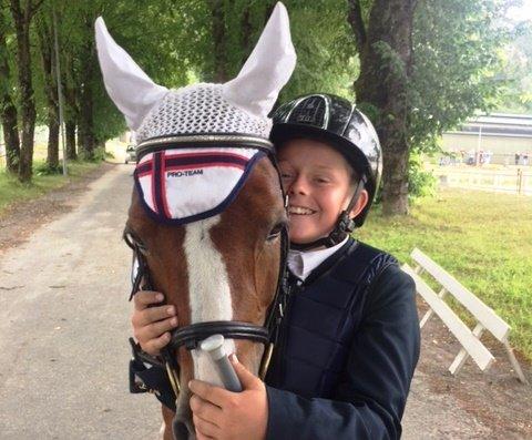 GODT TEAM: Rasmus Aasland har hatt ponnien Ronja i to-tre år. Seieren i Landsmesterskapet er duoens største triumf så langt.
