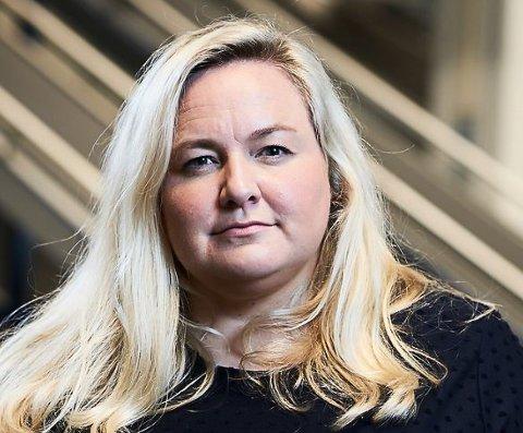 FORNØYD: Presseansvarlig i Komplett Kristin Hovland mener regjeringens valg om å fjerne momsfritaket på varer under 350 kroner kjøpt fra utenlandske aktører, er viktig for å sikre norske arbeidsplasser.