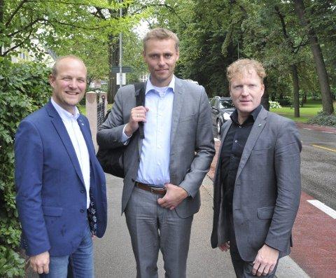 Enige: Trøgstad-ordfører Ole André Myhrvold, nestleder i Sp, Ola Borten Moe, og førstekandidat i Akershus, Sigbjørn Gjelsvik, er enige om å prioritere Rygge framfor Gardermoen. FOTO: STIAN FYEN, anb