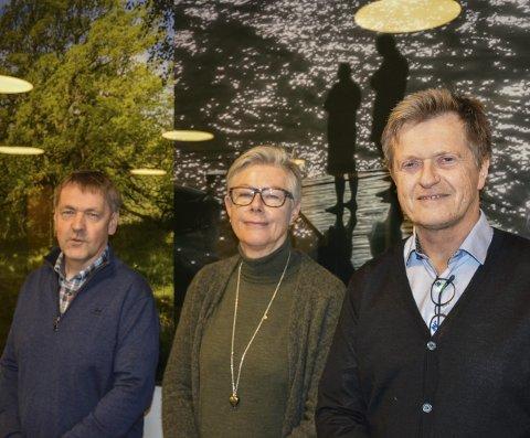 Første trinn: Totalentreprenør Asbjørn Brandsrud (f.v.), virksomhetsleder Reidun Heksem og prosjektleder Bjørn Lyngstad sier det er lagt til rette for flere bygg for eldre på Løkentomta.