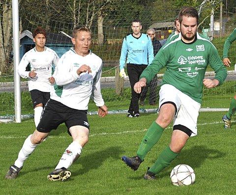 IKKE DAGEN: Kenneth Aastrøm (med ballen) sendte Eidsberg tidlig i ledelsen med 1–0 i solskinnet, men laget hadde ikke dagen og tapte til slutt da høljregnet kom.