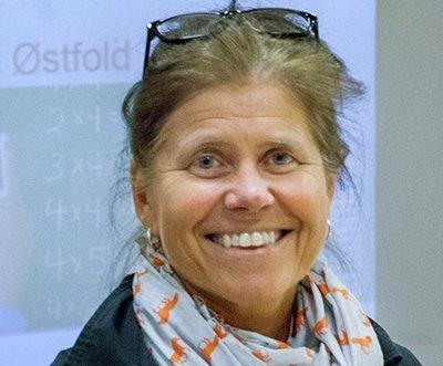 GI BESKJED: Kjersti Berggraf Jacobsen er dekan ved lærerutdanningen på Høgskolen i Østfold. Hun ber studentene gi beskjed om de blir brukt som vikarer.