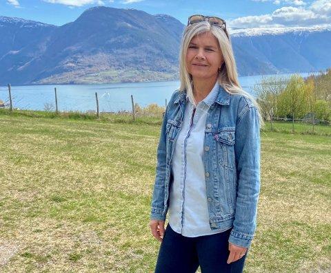 EI PERLE: Leiar ved Solvorn oppvekstsenter Grete Marie Skårhaug Solvi er ikkje i tvil om at skulen hennar kan lokka med den finaste utsikta.