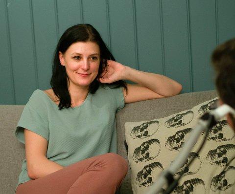 Lene Elida Bogsen (35) ble kjent med Kim Stakvik (41) i januar 2020 og nå har de vært kjærester i litt over et år.