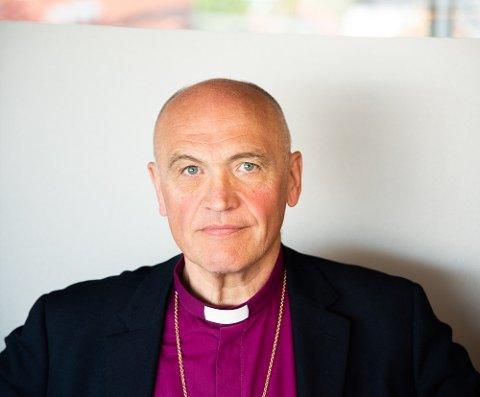 I DEBATTEN: Biskop i Tunsberg bispedømme Jan Otto Myrseth har sammen med domprost Marta Botne engasjert seg i saken om småbarnsfamilien fra Tønsberg som blir utvist til Irak. – Vi har et ansvar som kirke til å se enkeltmennesker, og spesielt barnas situasjon, sier biskopen.