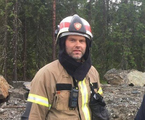 Ivar Svensson i Nord-Aurdal brannvesen er i full gang med å velge ut hvilke søkere som skal få jobb som aspiranter og konstabler.