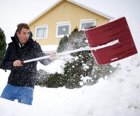 GI EN TJENESTE: Å gi bort noen timer med snømåking er en gave som garantert blir satt pris på.
