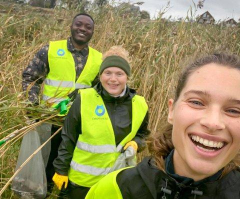 RYDDER: Stephen Agyare (f.v.), May-Lise Talgø og Thea Wigsnes Melsom er studenter på UIS og har engasjert seg i Clean Shore sine lokale lag.