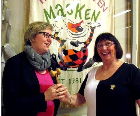 LEDERKLUBBA: Trine Mellberg (t.v.) blir ny leder i Teatergruppen Masken etter Wigdis Solberg.