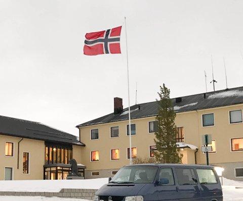 URO: Det har lenge vært uro i rådhuset i Båtsfjord. Nå maner flere ledere til ro.