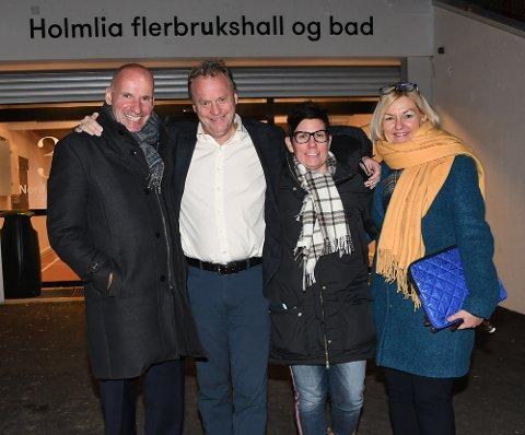 GOD TONE: Det var brede smil hos Geir Lippestad (byråd for næring og eierskap), Raymond Johansen (byrådsleder), Ida Bruvik (styreleder i Holmlia SK) og Eli Grimsby (direktør i Kultur- og idrettsbygg).