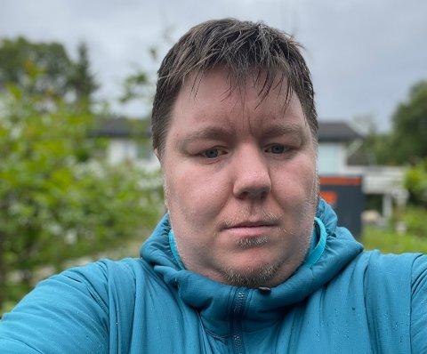 REAGERER: Etter flere dager uten mobildekning i Ramfjorden reagerer Athea Andreassen.