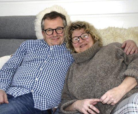 GROMME: – Vi skjønte vel fort at det var en match, smiler Kari Rundberget Enger med mannen Kjell. Paret i Elverum har vært sammen i 30 år.  Ingrid (24) og Henrik (21) har nå flyttet ut fra barndomshjemmet.