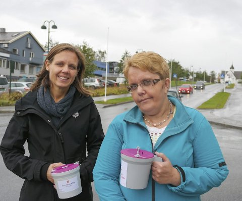 Klare: Prest Karianne Gullfjell og frivillig Eli Storås er klare for den årlige innsamlingsaksjonen i Mo menighet og Nord-Rana menighet på mandag. Foto: Lisa Ditlefsen