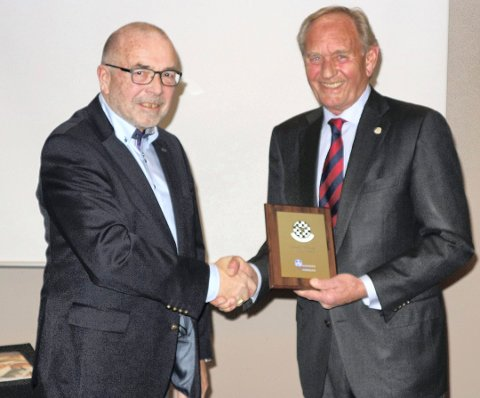Frode Alhaug (t.h.) sammen med NBFs president Per Madsen.