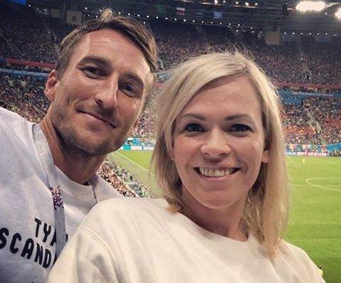 PAR:  NRKs VM-programleder Carina Olset er blitt kjæreste med fotballspilleren Tor Øyvind Hovda fra Hønefoss. Nå har de også fått en datter sammen.