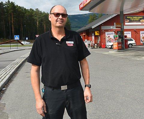 FÅR KJEFT: Ole Håkonsen forteller at de ikke får gjort noe med prisene på pumpene.
