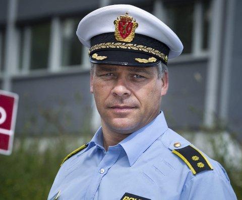 IKKE GREIT: Leder i trafikkseksjonen Ola Lystad synes ikke noe om det han ser i Facebook-videoen. Han håper syklistene tar til vettet.FOTO: Kay Stenshjemmet
