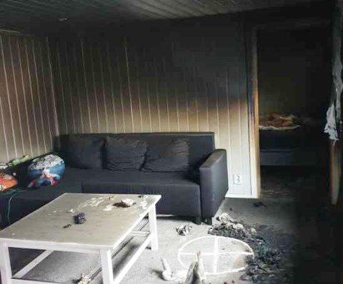 UBEBOELIG: Sannsynligvis startet brannen i denne kjellerstua. Nå er store deler av huset fylt av sot, og familien må finne seg et midlertidig sted å bo.