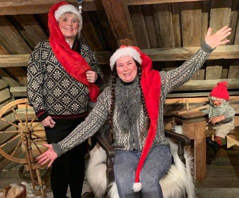 KORONA-TRENGENDE: Medlem i Utafor Boksen, Jorunn Kundsen og styresleder, Marianne Bakkerud skal spre juleklemmer i form av matbokser.