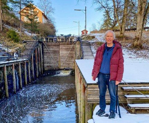 Steinar Fundingsrud håper å få på plass stemningsfullt lys i slusekamrene innen neste vinter.