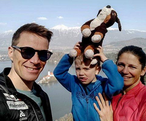 VAKRE OMGIVELSER: Ola Vigen Hattestad, sønnen Ludvig (4) og samboer Katja Visnar har slått seg ned i vakre Bled i Slovenia. Her har de lyst til å drive utleievirksomhet. Men timingen kunne ha vært bedre...
