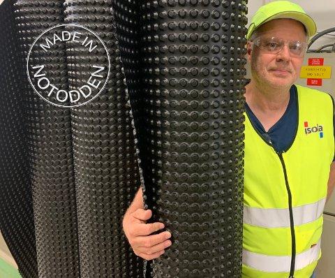 Hans Olav Kaasa (65) har jobbet med produksjon av grunnmursplaten siden han ble ansatt i 1985.