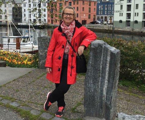 HEDRET: Grete Bjørke fikk årets Sosialarbeiderpris 2018 under årsmøtemiddagen til Fellesorganiasjonen i Vestfold.