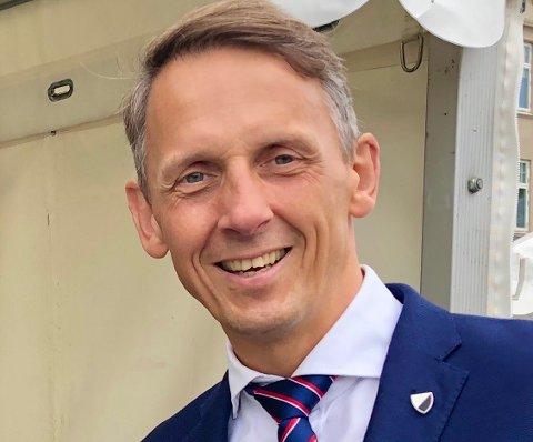 Ørland Lufthavn og rutetilbudet er først og fremst viktig for Norge, NATO og understøttelse av nasjonal forsvarsevne.Et langsiktig og forutsigbart ruteopplegg må sikres av staten nå, skriver Ørlandsordfører Tom Myrvold (H).