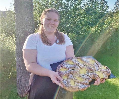 Elise Frigstad (20) har alltid vært glad i å lage mat. For bare et par dager siden besto hun fagprøven. - Jeg trives med yrke, det er utrolig gøy, forteller hun.