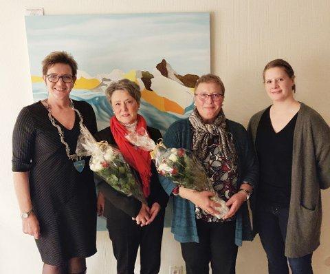 25 års ansiennitet: F.v. ordfører Toril Grønbrekk, Bente Evensen, Marit Lund og kommunalsjef Monica Rundhaug.