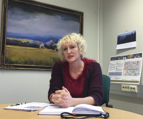 Ordfører Runa Finborud ønsker å bruke av disposisjonsfond for å gi kommunen rom til å omstille seg. Kommunen må spare 10,6 millioner kroner. Foto: Guri Jortveit