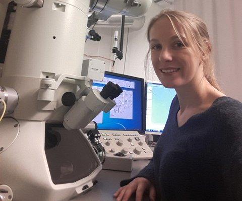 Lisa de Ruiter er i avslutningsfasen av din doktorgradsoppgave. Hun håper at arbeidet hennes på miljøvennlig sement fra Feragen kan inspirere global sementproduksjon.