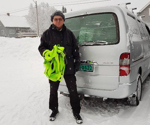 - Ha slepetauet klart: Oppfordringen er klar fra Arne Henrik Hjelle som hjalp en polsk trailer opp på vegen igjen på Røros slik at rørosingene kom seg hjem til middag tirsdag.