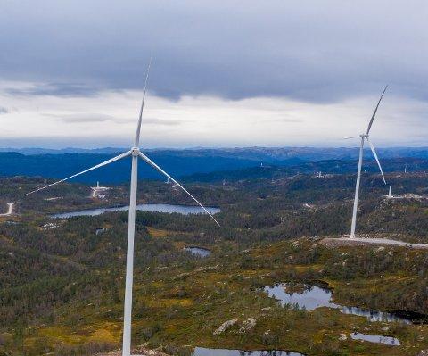 TONSTAD: To turbiner i Tonstad Vindpark har nå begynt å produsere strøm. Snittproduksjon per turbin vil være ca 12GWh per år. Hver turbin har en høyde på 129m og rotor-diameter på 142m.