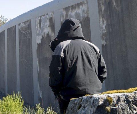 Den innsatte i Bergen Fengsel er svært misfornøyd med å bli flyttet fra åpen avdeling. Han vil heller inn i lukket avdeling enn å flytte.