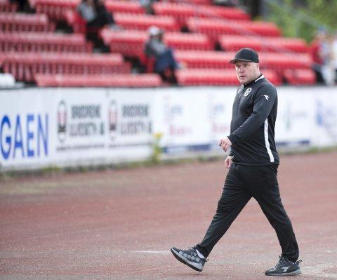 Steffen Landro har vært i møter med Sandnes Ulf om å ta over  trenerjobben etter tidligere Brann-spiller Bengt Sæternes i 1. divisjonsklubben.