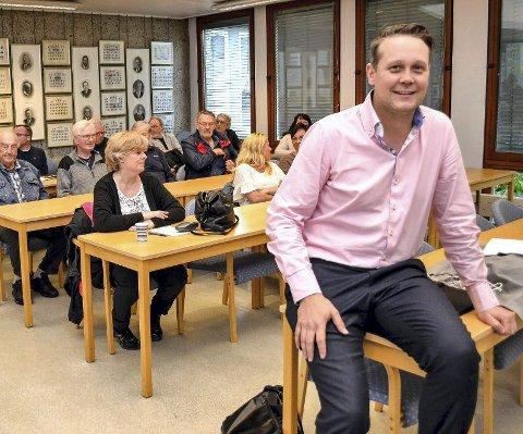 BLANDETE FØLELSER: Øyvind Hvidsten (40) blir ikke med i politikken i neste periode. – Det føles på mange måter rart, fordi jeg har lagt ned så mye jobb med å bygge den nye kommunen. Men nå har jeg fått meg både kjæreste og bikkje – etter å ha vært singel i mange år. I disse dager flytter jeg inn på Steinberg, forteller partilederen.