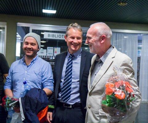 SUKSESS: Både filmskaparen og Olve Grotle vart tydeleg gripne under talen etter premieren.