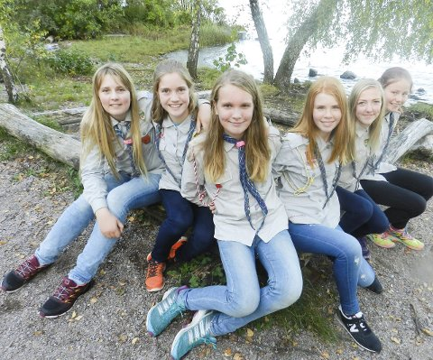 MØT GAUPEJENTENE: Fra venstre ser vi Ida Linnea Bergman (13 1/2), Tana Meyer-Becker (16), Cathinka Bjørk (13 1/2), Nora Høyven Andersen (14 1/2), Marie Berget (15) og Signe Hagen Næsje (12 1/2).