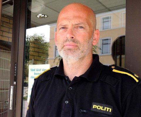 FESTET PÅ FILM: Tore Løwengreen, leder for volds- og sedelighetavsnittet ved politiet i Østfold, har sett film av overfallet som skjedde på Risum 23. april i år. Han karakteriserer volden som grov.