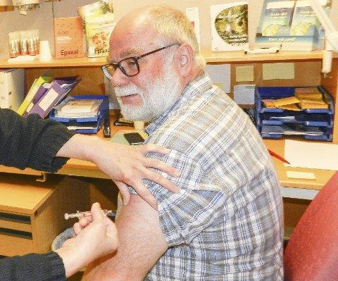 TID FOR INFLUENSA: Halvard Bø er kommuneoverlege og selv i risikogruppa (over 65 år) for influensa. Derfor tar han vaksine. Nå er antall influensatilfeller stigende i Halden.