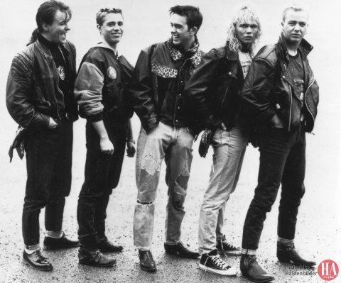 Shaboom var klare til konsert og diskotek i ishallen 1. mai. Fra venstre: Hasse Lind, Peo Thyren, John Sandh, Dag Finn og Bobby Andersen. *** Local Caption *** Publisert: 9.mai. 1988 2. juli 1988