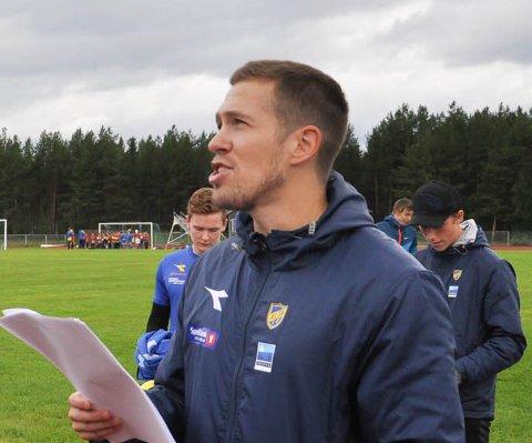 Alta IF-kaptein Andreas Markussen organiserer fotballskole på Alta Idrettspark 2016. Foto: Oddgeir Isaksen