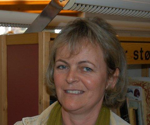 ANBEFALER: Bibliotekets Nina Halvorsen anbefaler