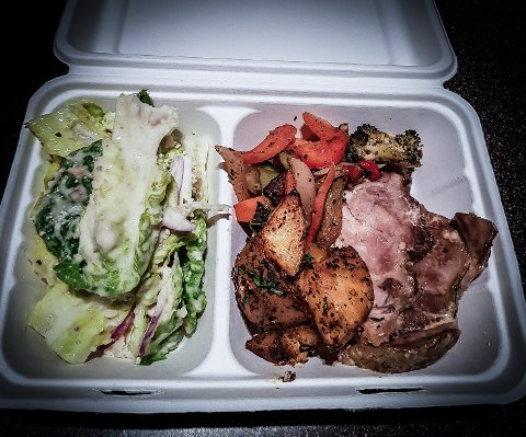 KAN BLI  DIN: For 45 kroner kan du hente rykende fersk lunsj/middag på Farris Bad hver dag.