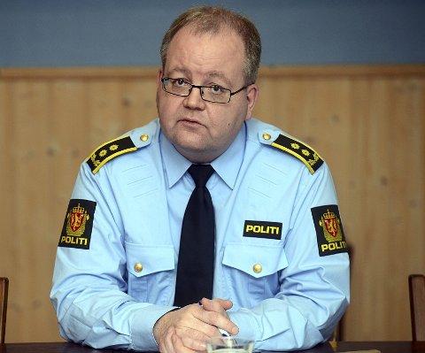 – SOLID OVERKVOTE: Politiadvokat Henning Klauseie sier at det ikke har stor betydning for straffen om mannen blir domfelt for heleri eller smugling av 500 liter vodka. – Han har uansett bidratt til ulovligheter, slår han fast. Foto: Anita Høiby Gotehus