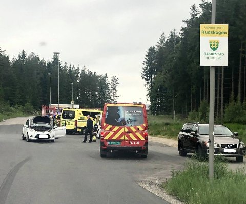 Utrykning: Nødetatene rykket ut til trafikkuhell på Rudskogen.