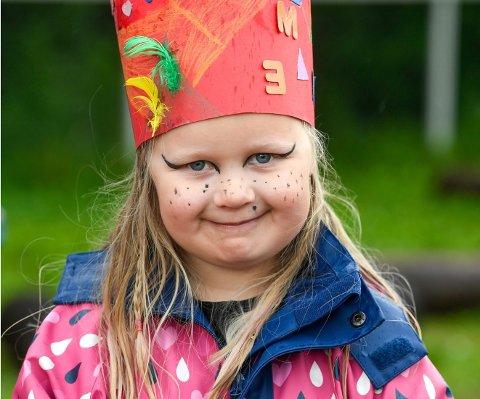 Mie Torbergsen forsikrer oss om at det ikke er sminke hun har på seg, det er bare ansiktsmaling.