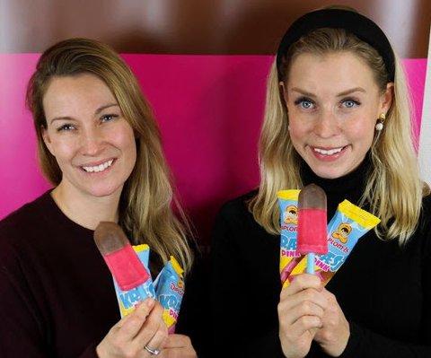 Klassiker: Rosa saftis med sjokoladetrekk og tyggegummitupp i blått. Kræsj Pink har vært en etterlyst is i mange år, og nå kommer den tilbake. Markedssjef Marianne Grøtte (t.v.) og produktsjef Eli Aurdal Flønes i Diplom-Is.